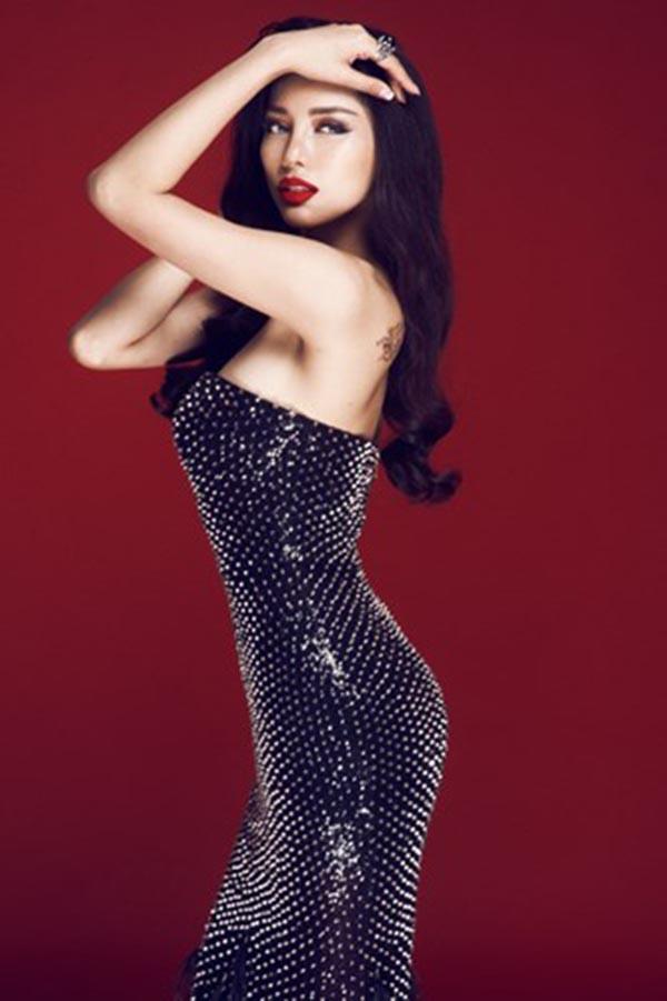 Vẻ đẹp nóng bỏng của nhan sắc Việt được mệnh danh là Mỹ nhân quyến rũ nhất châu Á - Ảnh 11.