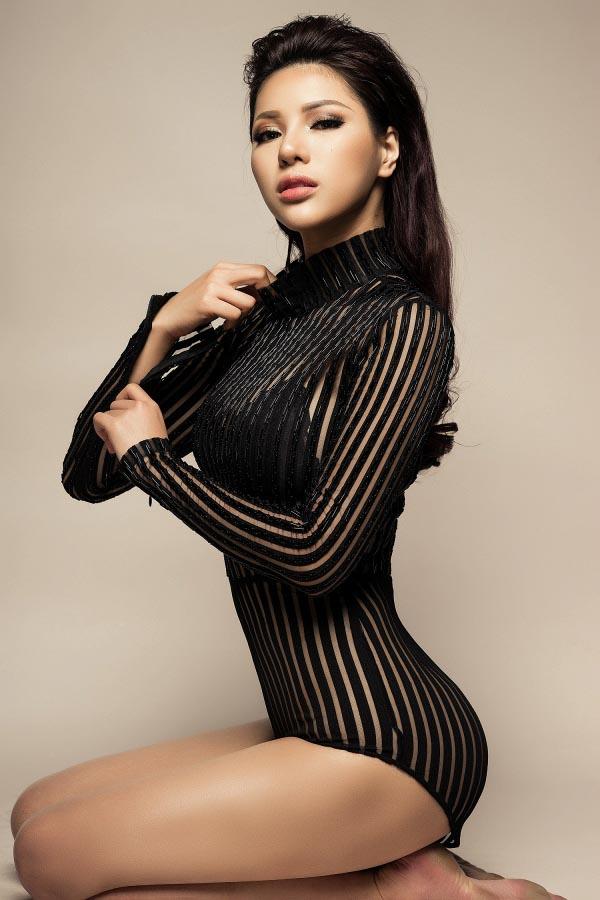 Vẻ đẹp nóng bỏng của nhan sắc Việt được mệnh danh là Mỹ nhân quyến rũ nhất châu Á - Ảnh 5.